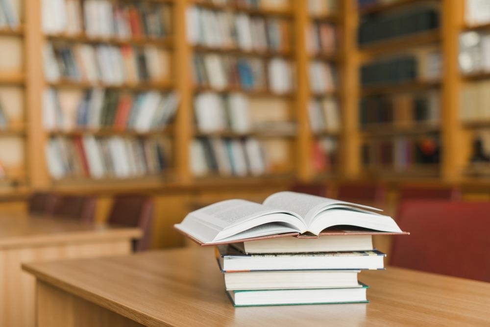 Vi tipsar om bra travböcker för att göra dig till en bättre travspelare.